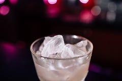 Cocktail op de bar stock foto