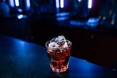 Cocktail op de bar stock afbeelding