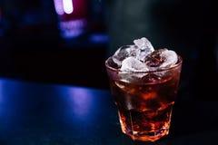 Cocktail op de bar royalty-vrije stock afbeelding
