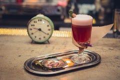 Cocktail op de bar royalty-vrije stock foto's