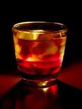 Cocktail op zwarte royalty-vrije stock foto