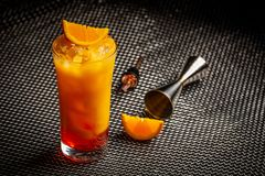 Cocktail orange d'aperol italien classique images stock