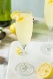 Cocktail pieno di bolle brillo del francese 75 del limone Fotografia Stock Libera da Diritti