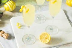 Cocktail pieno di bolle brillo del francese 75 del limone Fotografie Stock