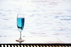 Cocktail by the poolside Royalty Free Stock Images