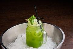 Cocktail régénérateur de concombre Photo stock