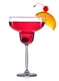 Cocktail rosso in vetro della margarita isolato su fondo bianco Fotografia Stock Libera da Diritti