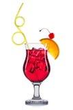 Cocktail rosso in vetro di highball isolato su fondo bianco Fotografia Stock Libera da Diritti