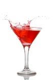 Cocktail rouge avec l'éclaboussure d'isolement images stock