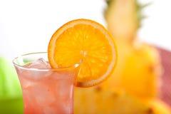 Cocktail rouge avec l'orange Photos libres de droits