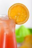 Cocktail rouge avec l'orange Photographie stock