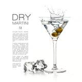 Cocktail sec de martini éclabousse conception de calibre photographie stock