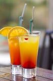 Cocktail sulla tabella bagnata Fotografie Stock Libere da Diritti