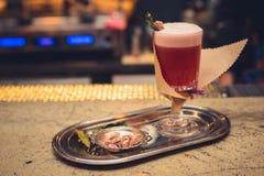 Cocktail sur la barre Photos libres de droits