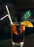 Cocktail sur le bar Images libres de droits