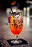Cocktail sur le compteur de barre Photographie stock