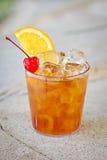 Cocktail tropical alcoólico de refrescamento Manhattan Imagem de Stock