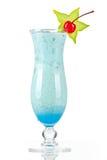 Cocktail tropical bleu avec de la crème de noix de coco Image stock