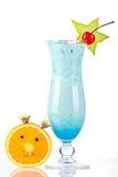 Cocktail tropical bleu avec de la crème et Oran de noix de coco Images libres de droits