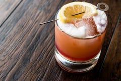 Cocktail tropical d'été de poinçon de whiskey photo stock