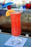 Cocktail tropical de la île de vacances photographie stock libre de droits