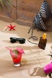 Cocktail tropical fresco na praia ensolarada Imagens de Stock