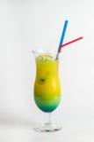 Cocktail tropicale su fondo bianco Immagini Stock
