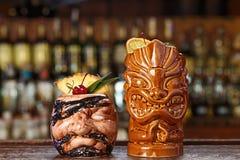 Cocktail tropicali sulla barra Fotografia Stock