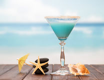 Cocktail with umbrella and starfishes Stock Photos