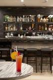 Cocktail in una barra Immagini Stock Libere da Diritti