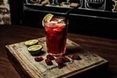 Cocktail van martini Rosato isoleerde retro kalk Royalty-vrije Stock Fotografie