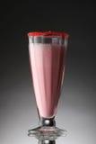 Cocktail variopinto su una pendenza immagini stock libere da diritti