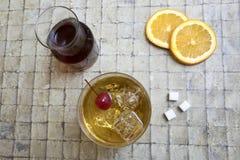 Cocktail velho clássico da forma na telha Imagem de Stock