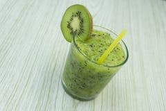 Cocktail verde della vodka, del kiwi e della calce Fotografie Stock Libere da Diritti