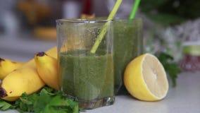 Cocktail verde detox vídeos de arquivo