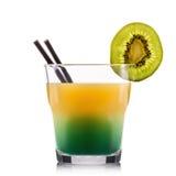 Cocktail verde esotico in vetro antiquato isolato su fondo bianco Immagini Stock