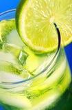 Cocktail vert avec le citron photo stock