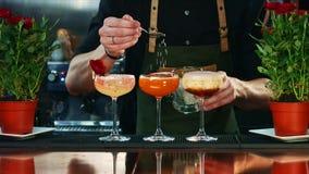 Cocktaildekoration in der Bar Stockbild