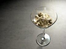 Cocktailglas met diatomaceous aarde Stock Foto