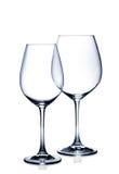 Cocktailglassatz. Leere Rot- und Weißweingläser auf Weiß Lizenzfreies Stockbild