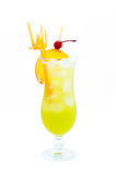 Cocktails alcooliques de longues boissons d'isolement sur le fond blanc Image libre de droits