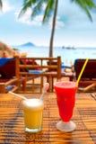 Cocktails auf dem Strand Lizenzfreies Stockbild
