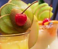 Cocktails avec le fruit frais Photographie stock libre de droits