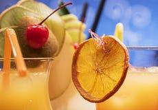 Cocktails avec le fruit frais Image stock