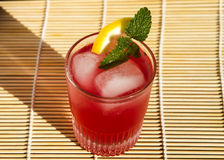 Cocktails d'été en rouge Images libres de droits
