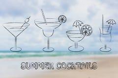 Cocktails d'été et verres de boissons Photo stock
