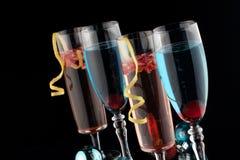 Cocktails de Champagne de bleu et de grenade Images libres de droits