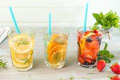 Cocktails de l'eau de Detox Images stock