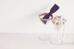 Cocktails de lien noir de vintage avec des perles Photo stock