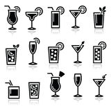 Cocktails, de vector geplaatste pictogrammen van drankenglazen Royalty-vrije Stock Fotografie